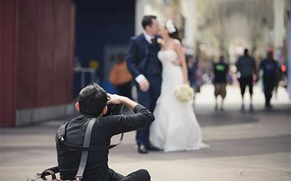 2017 Spring Wedding Promotion: FREE wedding photographer with the booking of a wedding photo session.
